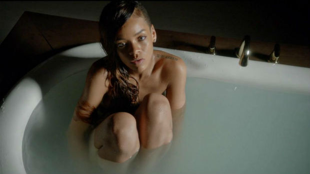 Rihanna - Stay video clip