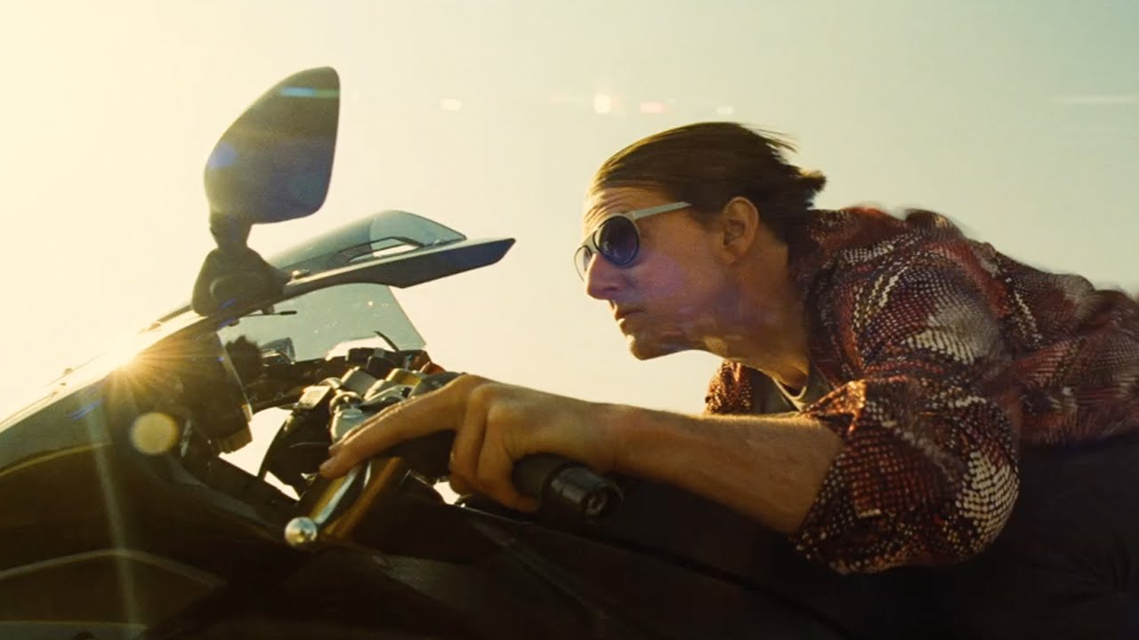 Ο Tom Cruise αποκαλύπτει το πρώτο teaser trailer του Mission: Impossible – Rogue Nation