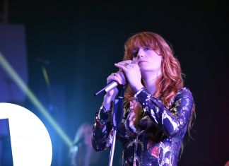 "Η Florence and The Machine τραγουδάει ""Where Are Ü Now"" του Justin Bieber, Skrillex και Diplo! 