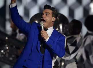 Robbie Williams live @ BRIT Awards 2013 - Hit Channel