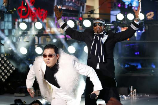 PSY και MC Hammer @ Times Square for New Years Eve