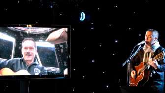 hadfield-robertson-singing from space to earth