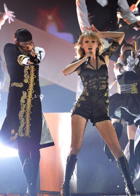 Taylor Swift live @ Brti Awards 2013