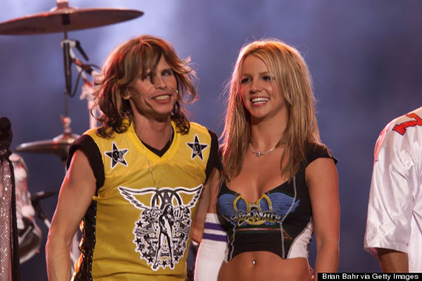 BRITNEY-SPEARS-STEVEN-TYLER-superbowl-2001