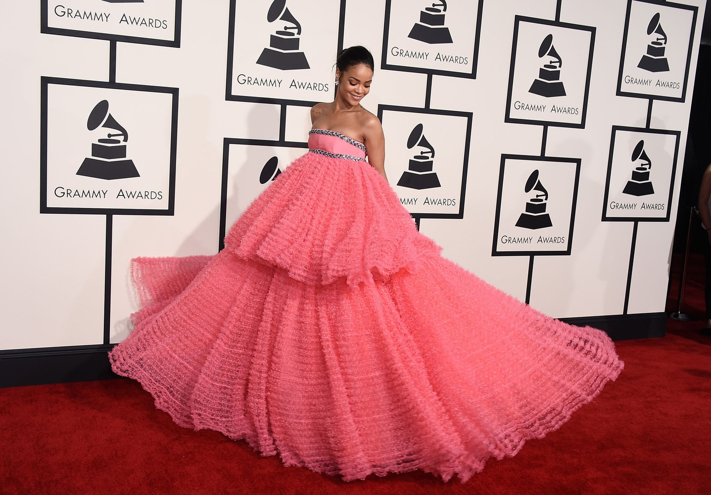 Rihanna Grammy 2015 Red Carpet
