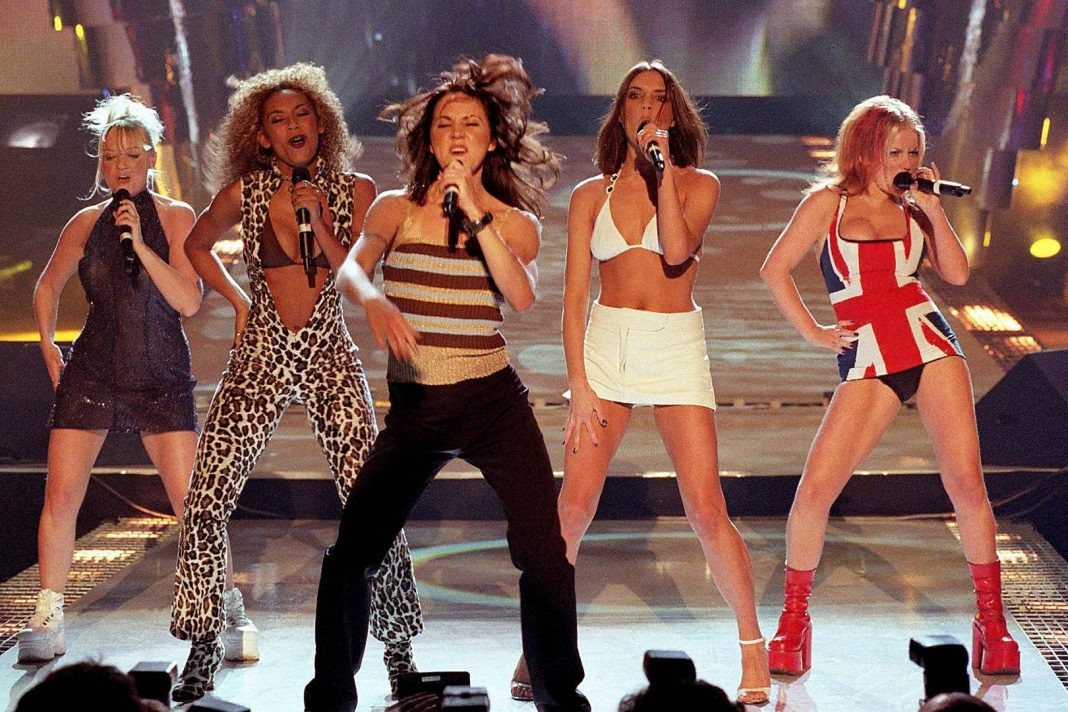 Spice Girls - Union Jack Dress - BRIT Awards 1997 - Hit Channel